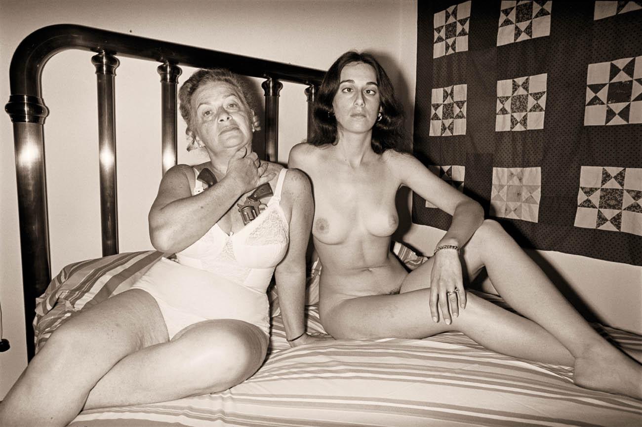 Ретро инцест мама и сын онлайн, Ретро порно инцест - раритет оцифрованный с кассет 14 фотография